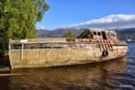 Ein Bootswrack im Loch Ness.