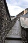 Die begehbare Schlossmauer, also ein Wehrgang.