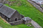 Das Schloss wurde für mehr als 150 Jahre als Militäranlage genutzt, das Militär hat viel geändert und auch neue Gebäude hinzugefügt, wie diese Lagergebäude die u.a. als Pulverlager verwendet wurden.