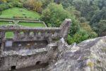 Der Saalbau hatte rechts auch einen Turm, ein Treppenhaus.