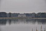 Kinross Haus, Blick von der Insel auf welcher Loch Leven Castel steht.