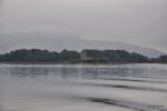 Schloss Loch Leven vom See aus.