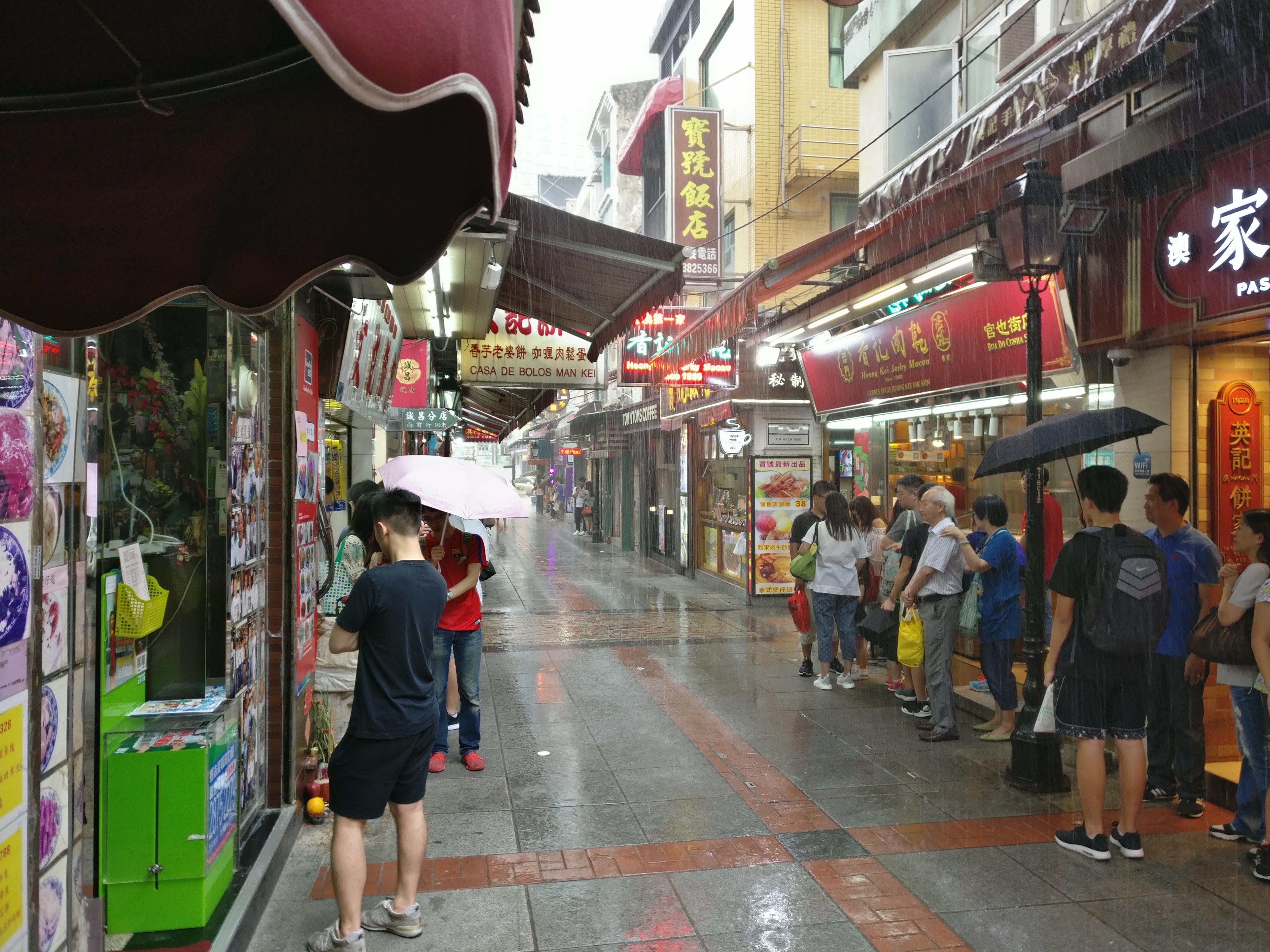 Macau: Kleine Gasse parallel zur Einkaufsstraße