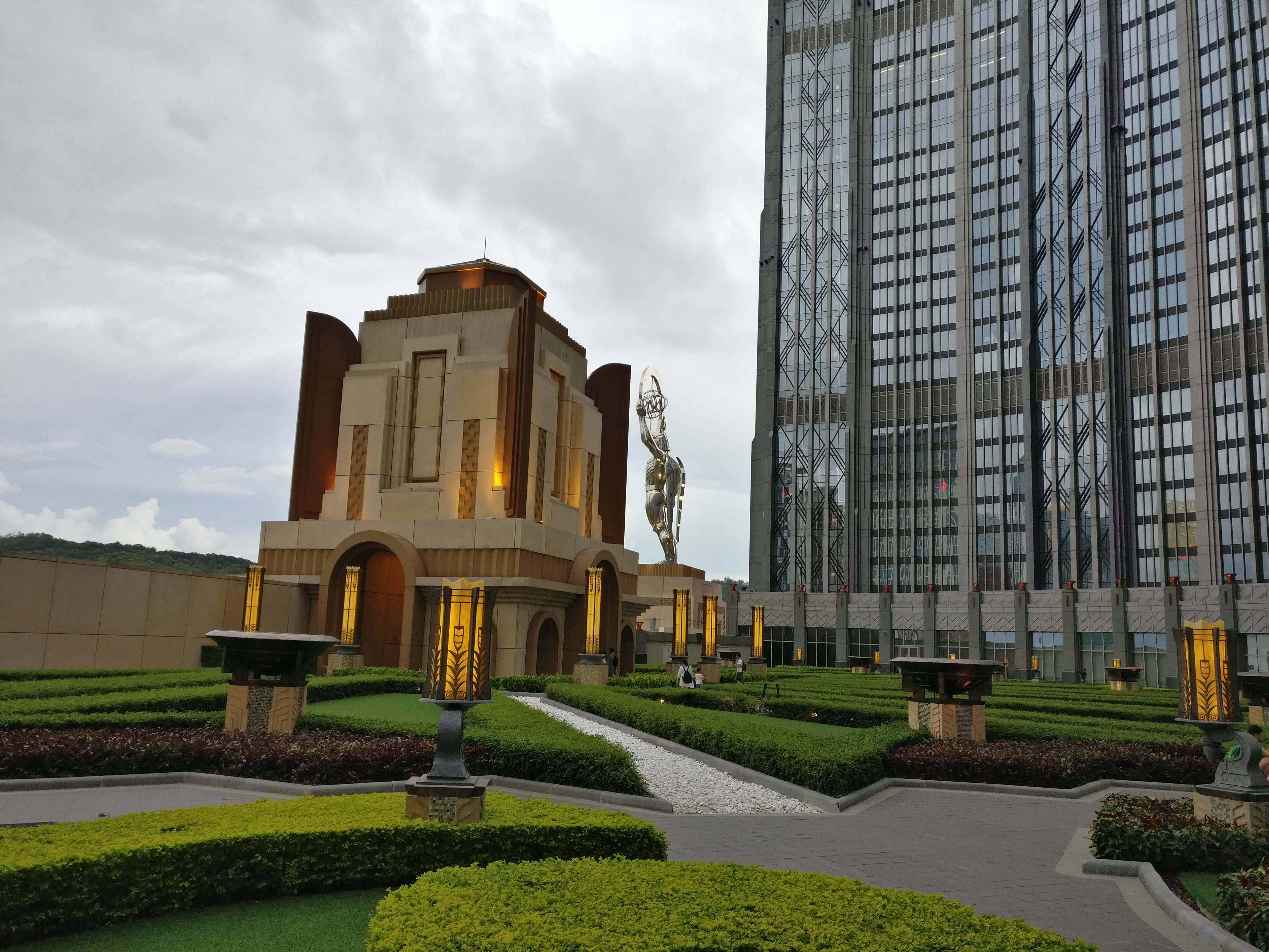 Macau: Am Casino mit dem Riesenrad