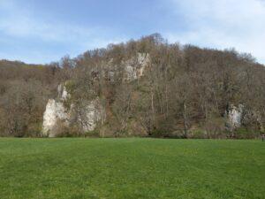 Felsen im Tal, hinter uns liegt die Lauter.