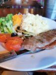 Steak, mash and vegetable - Steak, Gemüse und Kartoffelpüree