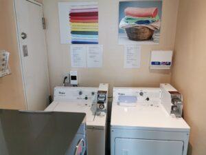 Waschmaschine und Trocker im Hotel