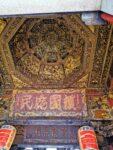Dajia Jenn Lann Temple goldene Deckenverzierung
