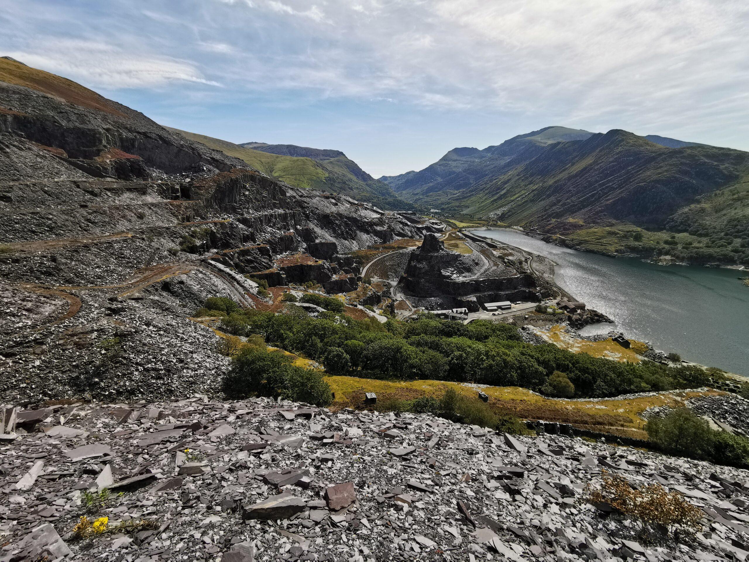 Blick aufs Wasserkraftwerk Dinorwig mit Steinbruch.