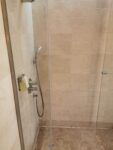 Dusche in der Emirates Lounge in Dubai